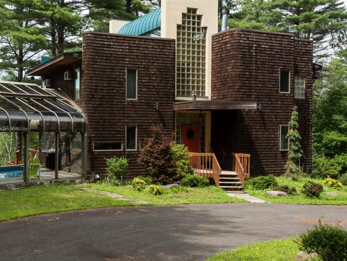 Frank Lloyd Wright Inspired Home in the Catskills | Upstate NY Residential Home Exterior Photography | Exteriors | New York Architectural Photographer Dave Butterworth | EyeWasHere